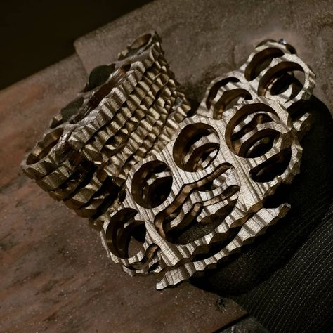 3D KNUCKLE DUSTER SHAPED BELT BUCKLE POLISHED ALUMINIUM CNC ENGRAVED