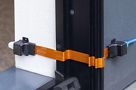 サンワサプライ 窓やドアから引き込める0 25mm厚の隙間用lanケーブル