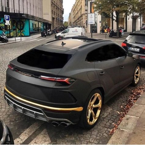 Custom Black Matte Lamborghini Urus