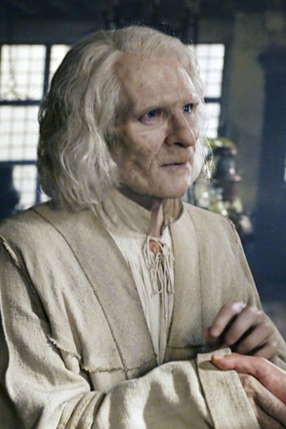Why That Very Very Old Man In Fantastic Beasts The Crimes Of Grindelwald Seems So Familiar Fantastic Beasts Harry Potter Movie Characters Nicolas Flamel