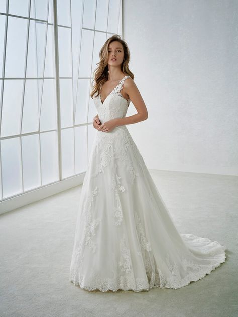 Vestiti Da Sposa White One.Abiti Da Sposa 2018 White One San Patrik Collection Fabi Fronte