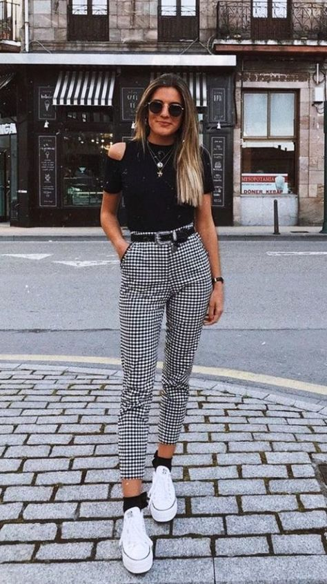 work outfits ideas with gingham pants that look elegant 04