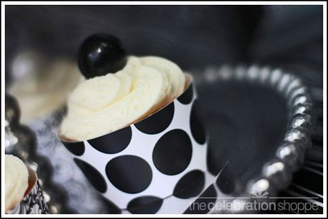 this is a fun black and white themed grad party. I love this cupcake!