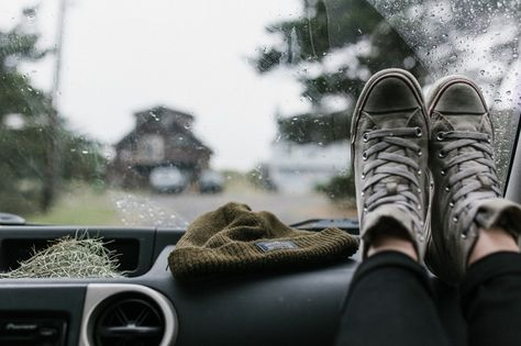 in search of cozy spaces : Photo < picture prompt Maggie Lindemann, Katniss Everdeen, Grunge, Looking For Alaska, Twilight Saga, Story Inspiration, Intp, Percy Jackson, All Black Sneakers