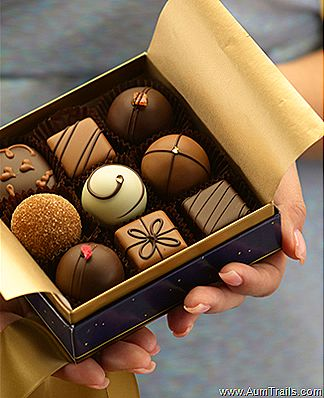 Moonstruck chocolates Made in Portland, OR  The best chocolates ever!. Nota Tati: empaque, decoracion...
