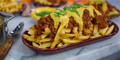 Top Crispy Fries With Lentil Chili And Vegan Cashew Cheese Sauce Recipe In 2020 Chili Cheese Fries Lentil Chili Chili Cheese