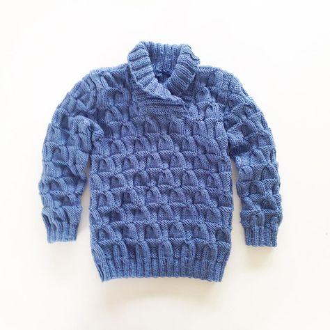 Den nye barnehagegenseren til storebror! @strikketutta har tatt utgangspunkt i mønsteret på en voksenjakke fra Dale! #instaknit#knitstagram#knitting#knitting_inspire#knitting_inspiration#barnestrikk#guttestrikk#mormorstrikk