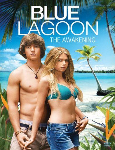 """Blue Lagoon: The Awakening: El lago azul: el despertar, es un remake del film de 1980 """"El lago azul"""". Dos adolescentes acaban en una isla, después de un accidente durante un viaje escolar a Trinidad. Dean, un vago solitario en la escuela secundaria y Emma, una estudiante perfecta, exploran y aprenden no sólo el uno del otro, sino que también aprenden sobre sí mismos."""
