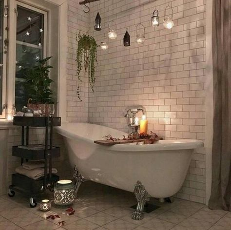 Bathroom interior vintage tubs 16 ideas for 2019 Bohemian Bathroom, Nature Bathroom, Garden Bathroom, Eclectic Bathroom, Vintage Bathrooms, Victorian Bathroom, Dream Bathrooms, Amazing Bathrooms, Design Living Room