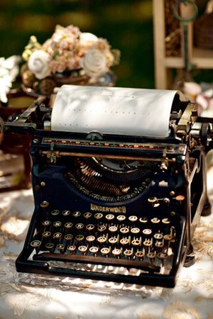 Romantic Malibu Wedding III ⋆ Ruffled A lovely old typewriter, sat on the desk filled with typed up ramblings of poetry or the after effects of a glass of wine the story faded by uneven typeface and inconsistent decisions.