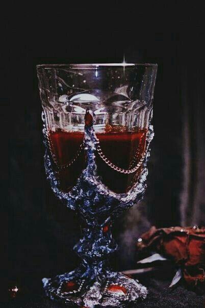 Ideas For Fantasy Art Vampire Blood Dracula, Yennefer Of Vengerberg, Gothic Aesthetic, Dragon Age, Character Inspiration, Creepy, Witch, Horror, Vampire Art
