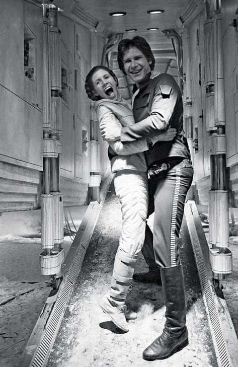 Carrie Fisher as Princess Leia and Harrison Ford as Han Solo in Star Wars Episode IV - A New Hope Leia Star Wars, Star Wars Cast, Star Trek, Star Wars Princess Leia, Star Wars Han Solo, Star Wars Fan Art, Star Cast, Star Citizen, Images Star Wars