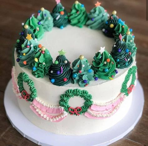 Gimme all the holiday-themed desserts ❤️ Next up on my Christmas baking list – this festive cake from ? Christmas Tree Cake, Christmas Sweets, Merry Christmas, Christmas Cake Decorations, Holiday Baking, Christmas Baking, Cupcakes Gourmet, Winter Torte, Tree Cakes