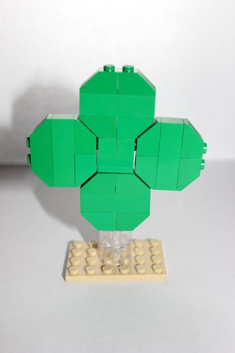 LEGO 4-leaf clover - March 2013 Monthly Mini build