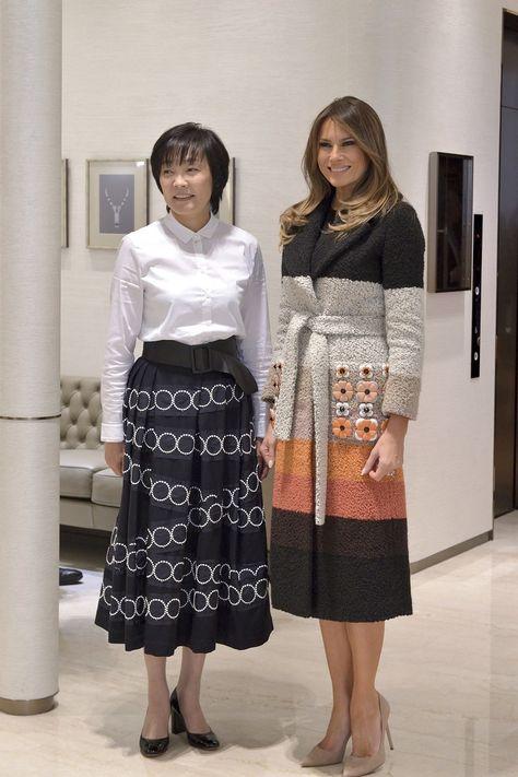 СМИ который день обсуждают самые яркие образы Меланьи Трамп из азиатского турне в 2019 году