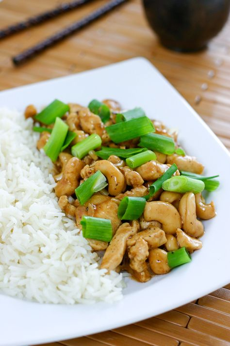 Cashew Chicken: 2 lbs boneless skinless chicken, chopped 8 cloves garlic 1 cup cashews 1 bell pepper, diced (optional) 4 tablespoons Hoisin sauce 8 green onions, sliced 2 tablespoons white wine vinegar 2 tablespoons corn starch 3/4 water or chicken stock 2 tablespoons olive oil kosher salt and pepper steamed white rice