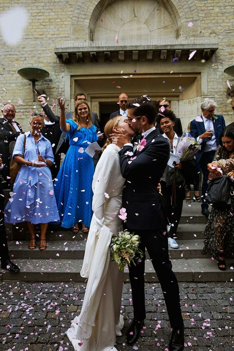 Wedding Pictures Stylist Alex Carl Swapped A Veil For A Cape For Her Copenhagen Wedding Indian Wedding Receptions, Wedding Mandap, Wedding Stage, Wedding Photos, Dream Wedding, Wedding Dresses, Carolyn Bessette Kennedy, Couples Musulmans, Muslim Couples