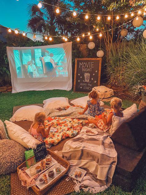 Backyard Movie Nights, Backyard Movie Party, Outdoor Movie Party, Outdoor Movie Nights, Outdoor Night Parties, Outdoor Movie Birthday, Halloween Movie Night, Fall Halloween, Halloween Party