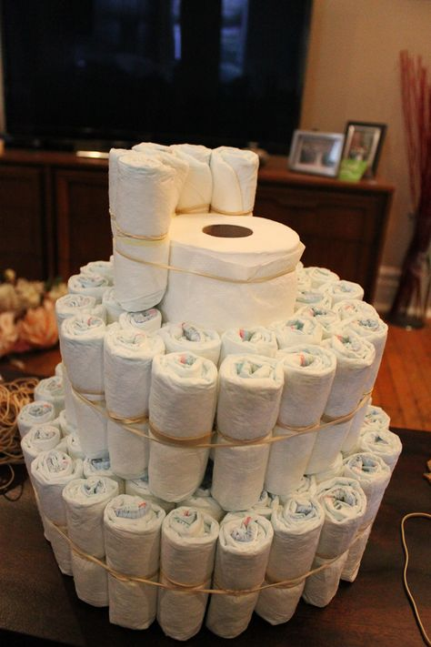 Learn how to make a diaper cake. They are great to have as decor at a baby shower. All the diapers can be used by the new mom once baby arrives. Baby Shower Cakes, Regalo Baby Shower, Idee Baby Shower, Shower Bebe, Baby Shower Diapers, Baby Shower Parties, Baby Boy Shower, Baby Shower Gifts, Baby Gifts