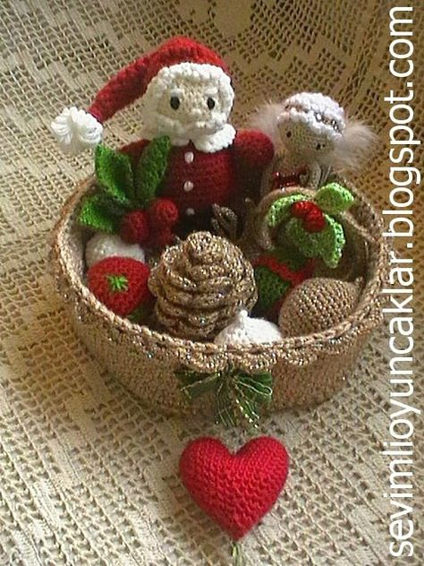 Amigurumi Christmas Ornament Pattern by Denizmum on Etsy, $6.50