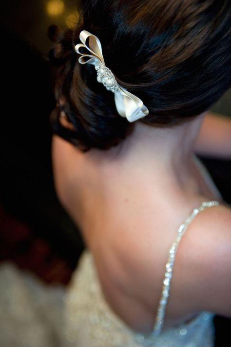 #bruidskapsel #haar #accessoires #styled #shoot #vintage #trouwen #bruiloft #inspiratie #luxe #elegantie #Enzoani #wedding #hairstyle #inspiration Even terug in de tijd met deze styled shoot jaren 20 | ThePerfectWedding.nl | Fotocredit: Els Korsten Fotografie