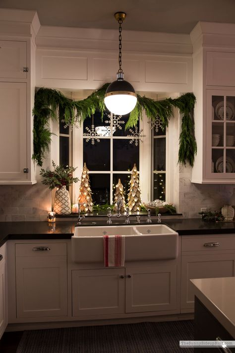 Christmas bathroom decor - Kitchen Window and Powder Bathroom Christmas Decor – Christmas bathroom decor Cozy Christmas, Christmas Holidays, Christmas Mantels, Window Christmas Lights, Rustic Christmas, Christmas Trees, Modern Christmas Decor, Christmas Living Rooms, Christmas Fireplace