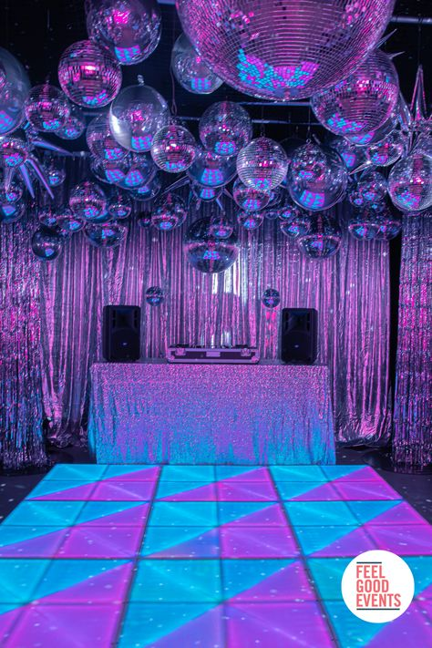 1970s Party Theme, Disco Theme Parties, Disco Party Decorations, Cool Party Themes, Party Ideas, Disco Night, Led Dance, Sweet Sixteen Parties, 18th Birthday Party