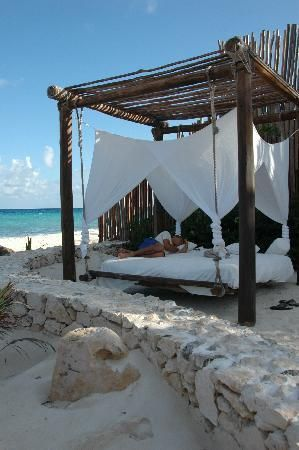 and  I wanted an amaca... forget it, i'll take one of this instead =) Swinging Bed, Relaxing !!!