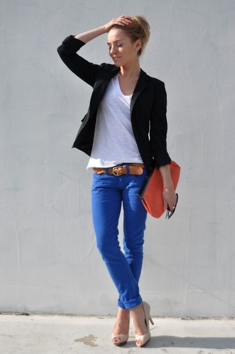 Black blazer, white tee, and skinny bright blue jeans. Love the orange bag with it.