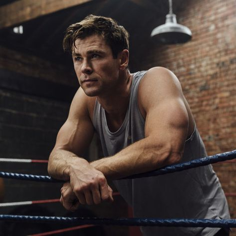 Want to workout like Chris Hemsworth and get his Norse God-like Thor physique? Maybe you should check out Chris Hemsworth's new fitness app, Centr. Chris Hemsworth Thor, Chris Hemsworth Workout, Health And Fitness Apps, Health App, News Health, Fitness Men, Training Apps, Australian Actors, Z Cam