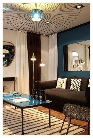 Boutique Sarah Lavoine - La table basse Shape et son plateau laqué bleu canard réveillent le canapé Superbox.