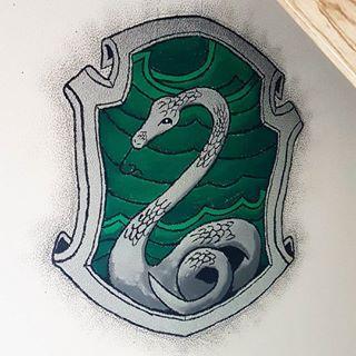 Hab Ganz Vergessen Das Fertige Ergebniss Zu Posten Ich Personlich Bin Sehr Damit Zufrieden Harrypotter Slyth Hogwarts Wappen Schlange Zeichnung Slytherin