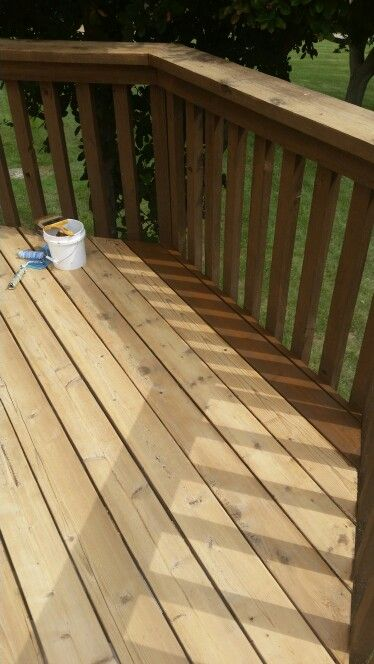 Re-Staining a Deck-DURING. Applying Sherwin Williams Deckscapes ...