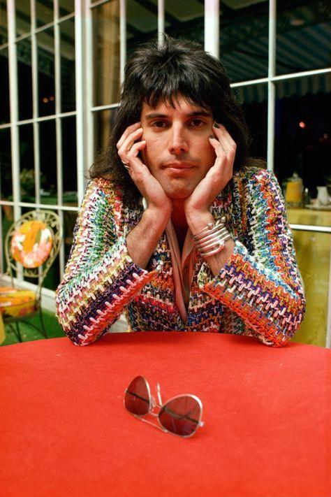 QUEEN - Freddie Mercury - 1975. Photo by Andrew Kent.