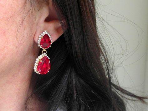#jewelry #earrings #chandelierearrings #bridesmaidgift #swarovskiearrings #chandelierearrings #statementearrings #dangleearrings #dropearrings #crystalearrings #rhinestoneearrings #swarovskirhinestone #bridalwedding #redearrings #redchandelier