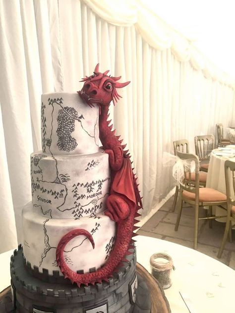 Tagged with wedding, awesome, cake, dragon, lotr; Shared by WullieBlake. Lord of the wedding cakes Pretty Cakes, Cute Cakes, Beautiful Cakes, Amazing Cakes, Crazy Cakes, Fancy Cakes, Pink Cakes, Crazy Birthday Cakes, Geek Birthday