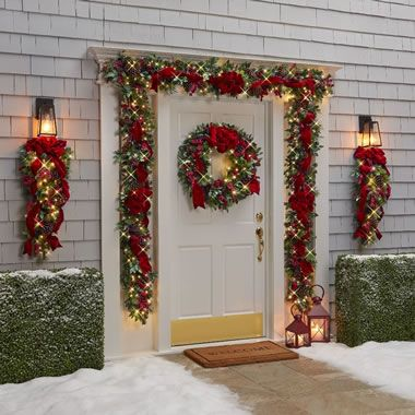 Pin By Taina Espinal On Christmas Stairs Decorations Indoor Christmas Decorations Outdoor Christmas Decorations Christmas Tree Decorations