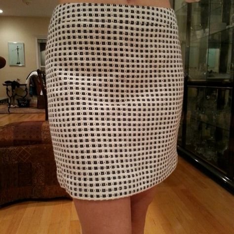 Banana Republic Checkered Miniskirt This checkered skirt from Banana Republic looks adorable with opaque tights and flats. It's approximately 16