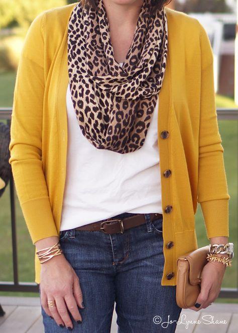 Mode für Frauen über Mustard Cardi + Leopard Scarf - Another! Fashion Trends 2018, 50 Fashion, Look Fashion, Plus Size Fashion, Fashion Outfits, Petite Fashion, Feminine Fashion, Fashion Sites, Ladies Fashion
