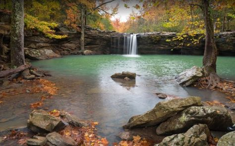 The Road Trip Around Ozark's Waterfalls Is A Glorious Spring Adventure In Arkansas - - There's more than just a sea of green within Arkansas' Ozark National Forest. Some of the best waterfalls in the state are clustered in the forest! Ozark National Park, National Parks, Columbia River Gorge, Blue Ridge Mountains, Peak District, Places To Travel, Places To See, Travel Destinations, Arkansas Waterfalls
