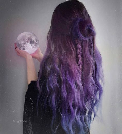 Tb to this witchy hair style because my actual hair color looks like rotten cheese right now 🙃🙆🏼‍♀️ Hair Length Chart, Make Up Gesicht, Pretty Hair Color, Lilac Hair, Long Purple Hair, Pastel Hair, Green Hair, Blue Hair, Aesthetic Hair