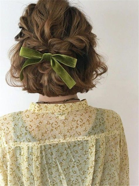 Simple Trendiest Braids For Short Hair Braiding Short Hair; The Trendiest Braiding Hairstyles; Hairstyles Ideas With Side Braids; style easy style for girls style for school style long style simple Side Braid Hairstyles, Pretty Hairstyles, Braided Hairstyles, Elegant Hairstyles, Hair Updo, Anime Hairstyles, Hairstyles Videos, Hairstyle Short, School Hairstyles