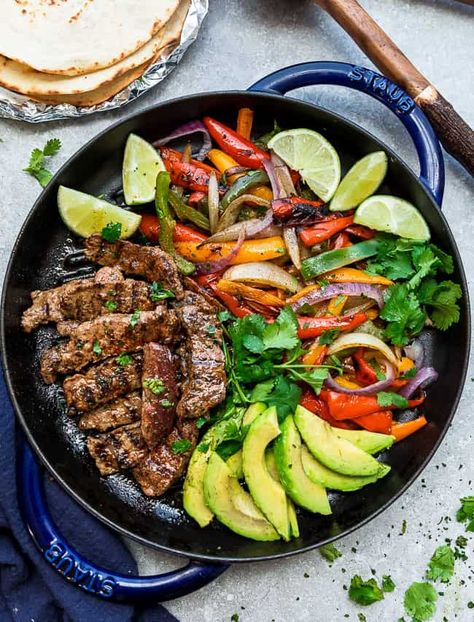This Seared Steak Burrito Bowls recipe is featured in the Tacos, Burritos, and Quesadillas feed along with many more. Steak Burrito Bowl Recipe, Burrito Bowls, Fajita Bowls, Steak Fajitas, Steak Bowl Healthy, Detox Recipes, Healthy Recipes, Healthy Dishes, Delicious Recipes
