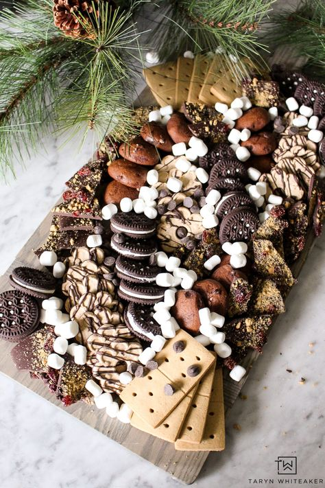 Gluten Free Dessert Charcuterie Board – Taryn Whiteaker Learn how to create this gluten free dessert board using tons of delicious store bought gluten free cookies and desserts! Charcuterie Recipes, Charcuterie And Cheese Board, Charcuterie Platter, Cheese Boards, Dessert Platter, Dessert Boxes, Dessert Party, Gluten Free Cookies, Gluten Free Desserts