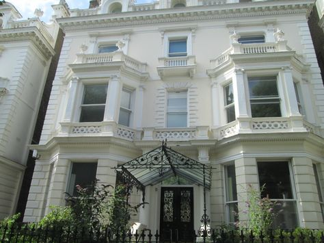 """The home of """"Absolutely Fabulous"""" actress and comedian Jennifer Saunders"""