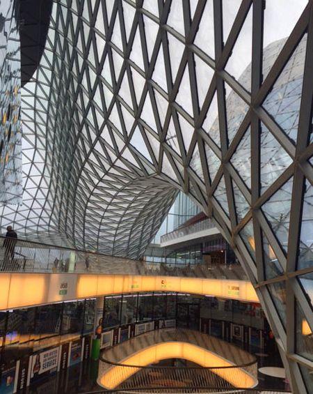 A Arquitetura Do Shopping My Zeil Em Frankfurt Impressiona Foto Equipe Oxford Frankfurt Cidades Alemas Uniao Europeia