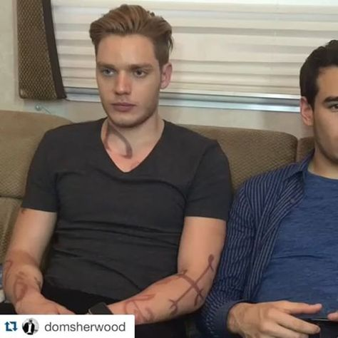 """Another reason to love our cast!😂➰ #shadowhunters  """"When you want to see is 'bae' is still mad... @albertorosende @kitkatsmeow @shadowhunterstv #shadowhunterstv"""
