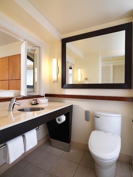 Stunning Spaces And High Performance Toto Products Paired With Tranquil Views At The Sheraton Waikiki Hotel Will Make You W Bathroom Design Bathroom Renos Home