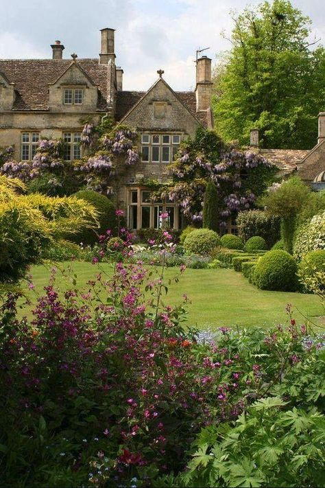 Home, English Country House, Beautiful Cotswolds, English Manor House Garden Cottage, Home And Garden, Manor Garden, Garden Homes, Spring Garden, Tudor Cottage, Italian Cottage, Small Cottage Garden Ideas, Brick Cottage