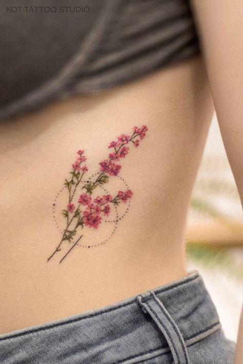 на боку  Тату на боку для девушек  100+ татуировок и эскизов на нашем сайте, переходи! -  #tattoosFonts #NumbersOldEnglish